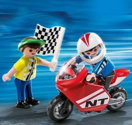 Baieti cu motocicleta de curse