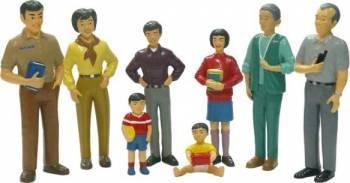 Figurine familie asiatica Miniland Papusi figurine si accesorii papusi