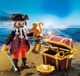 Piratul si cufarul de comori