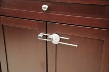 Produs siguranta acasa Safety 1St White Cabinet Slide Lock  Decoratiuni camera