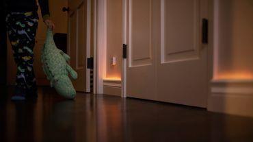 Declansează luminile inteligente cu senzorii de miscare