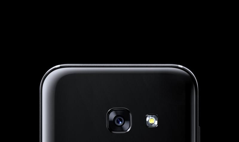 Close up of the Galaxy A5 (2017) rear camera.